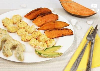 Kokosshrimps mit gebackener Avocado