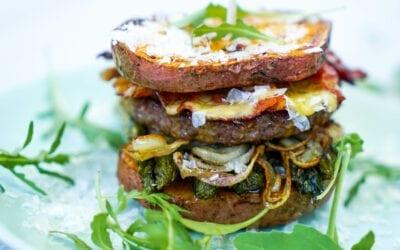 Spargel-Bacon-Burger mit Sauce Hollandaise
