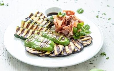 Gegrilltes Gemüse mit Parmaschinken – perfekt für den Sommer