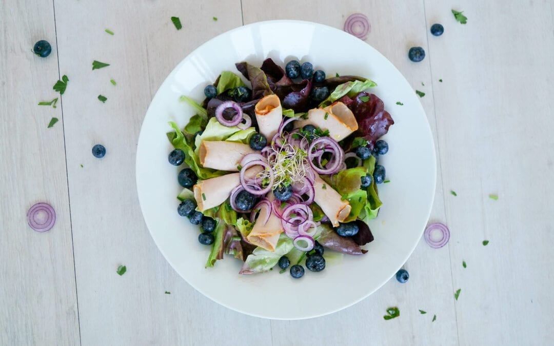 Keto-Brotzeit: Salat mit kaltem Braten