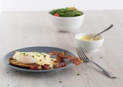 Low Carb Egg Benedict auf Bread Fit