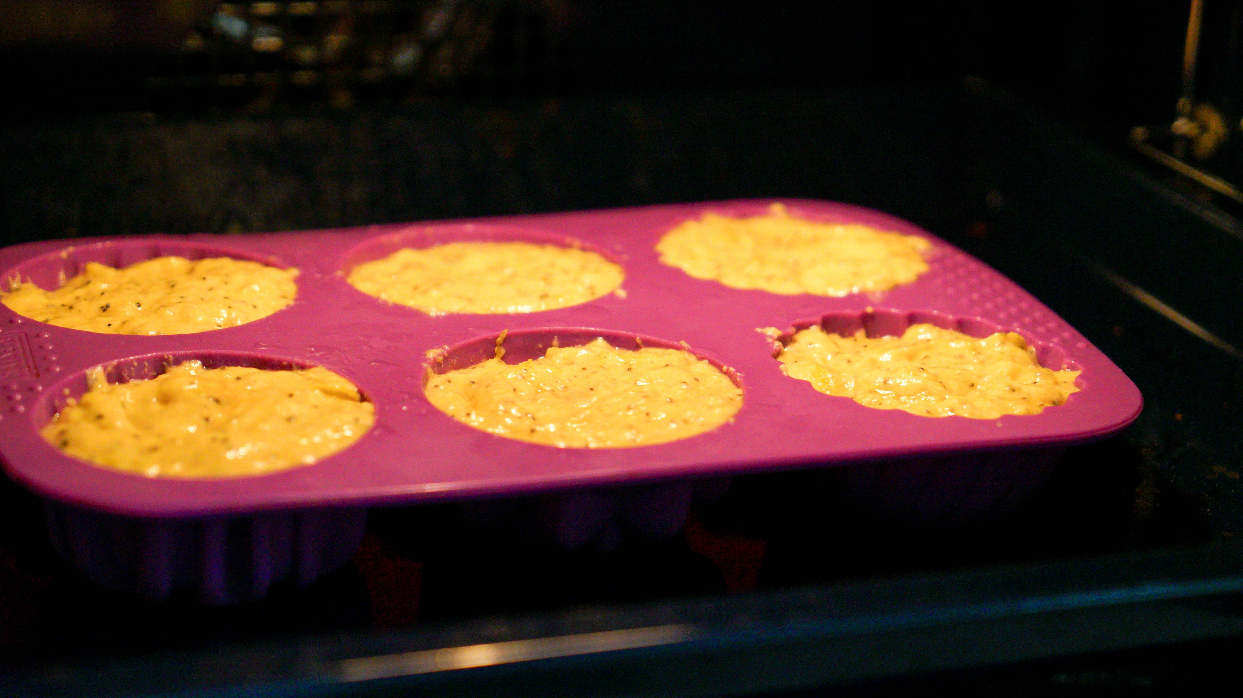 Zitronenmuffins im Ofen