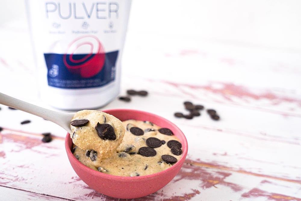 Keto Cookie Dough mit MCT-Pulver
