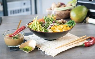 Vegane Asia Bowl mit Macadamia-Sauce (glutenfrei)